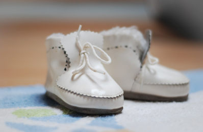 http://www.hebammenpraxis-lieblingskind.de/public/uploads/images/oben-links/Babyschuhe.jpg